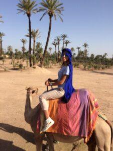 Sara durante una gita alla Palmeraie, il deserto delle palme